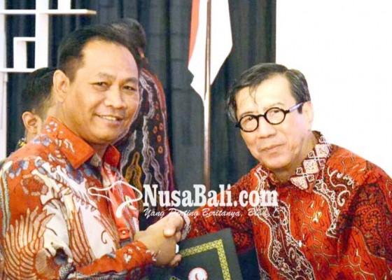 Nusabali.com - badung-raih-penghargaan-bidang-kepedulian-dan-pemenuhan-ham-dari-kemenkumham