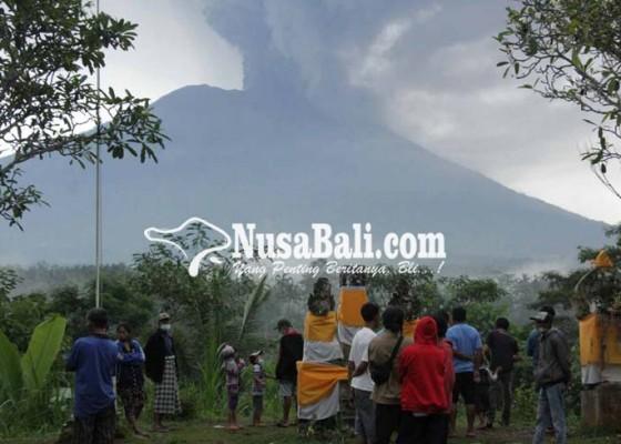 Nusabali.com - pos-pvmbg-terpapar-hujan-abu
