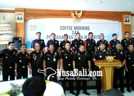 Nusabali.com - bea-cukai-ngurah-rai-tutup-tahun-dengan-mencanangkan-zona-integritas