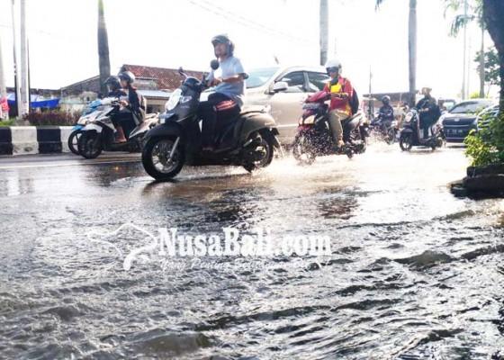 Nusabali.com - trotoar-jalan-bypass-kutsel-diusulkan-diganti-model-baru