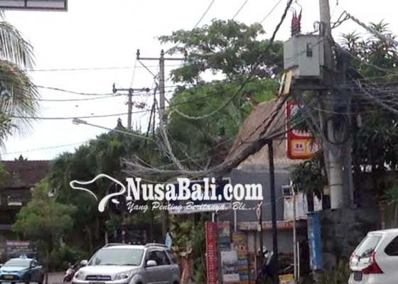 Nusabali.com - kabel-semrawut-di-petitenget-jadi-sorotan