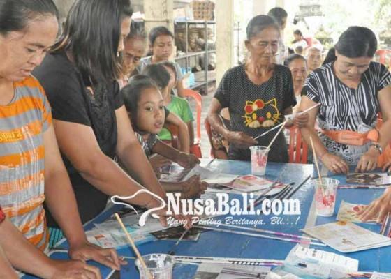 Nusabali.com - pkk-buat-kerajinan-berbahan-barang-bekas