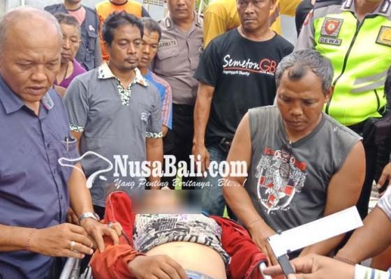 Nusabali.com - tewas-kesetrum-buruh-nyangkut-di-atap-rumah