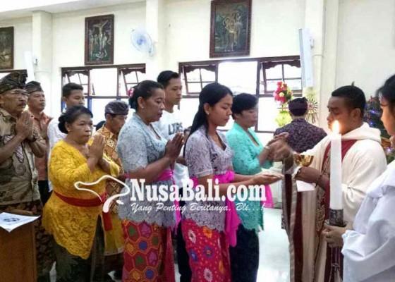Nusabali.com - ke-gereja-berbusana-adat-bali-ada-tradisi-nampah-dan-ngejot