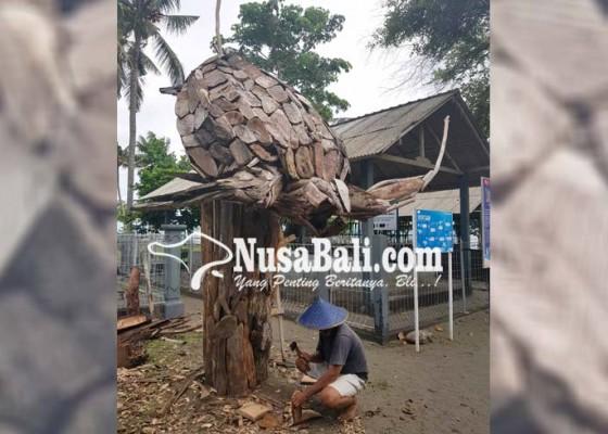Nusabali.com - kpj-ngayah-membuat-patung-penyu-berbahan-limbah-kayu