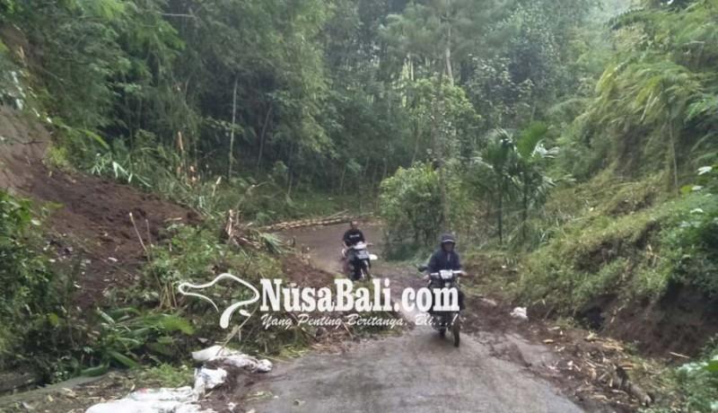 www.nusabali.com-akses-jalan-tertutup-longsor