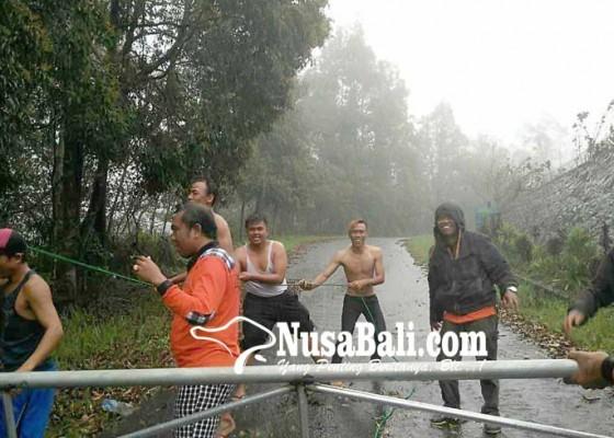 Nusabali.com - pasebaya-persempit-peluang-turis-naik-gunung-agung