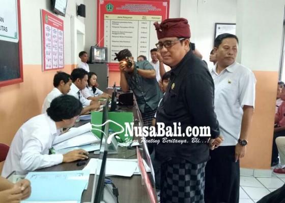 Nusabali.com - mobil-layanan-keliling-dan-mesin-cetak-e-ktp-perlu-segera-direalisasi