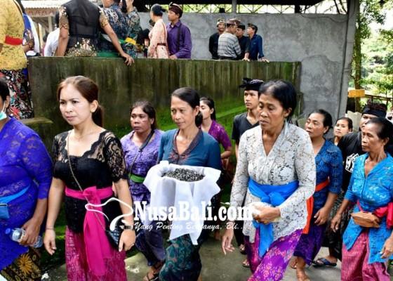 Nusabali.com - khidmat-kremasi-pensiunan-polisi-yang-tewas-terbunuh
