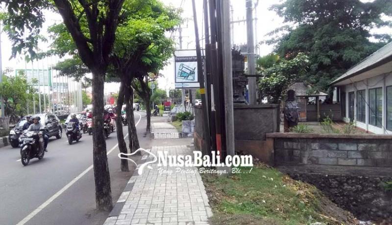 www.nusabali.com-pelebaran-jalan-simpang-jimbaran-terhambat