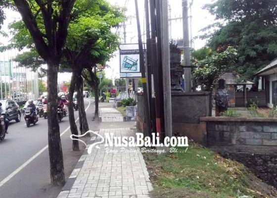 Nusabali.com - pelebaran-jalan-simpang-jimbaran-terhambat