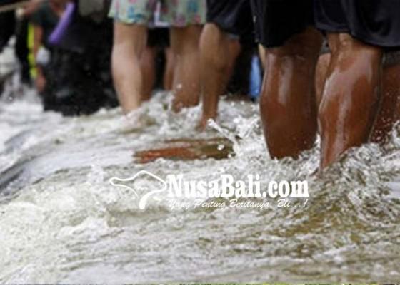 Nusabali.com - jalan-civic-center-pemkab-jembrana-kembali-tergenang