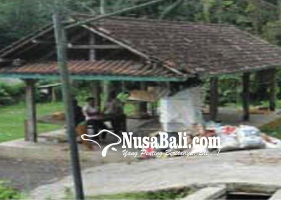 Nusabali.com - merasa-nyaman-tetap-mengungsi-di-areal-setra