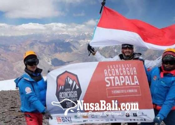 Nusabali.com - bendera-ri-berkibar-di-puncak-aconcagua