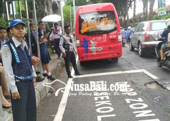 Nusabali.com - dishub-kerahkan-16-personel-khusus-bus-sekolah