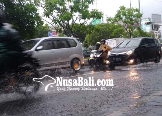 Nusabali.com - simpang-benoa-square-kedonganan-terendam-air
