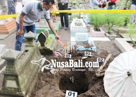 Nusabali.com - makam-bayi-dibongkar