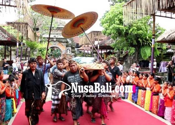 Nusabali.com - ibu-angkat-cok-ace-lebar-di-usia-96-tahun