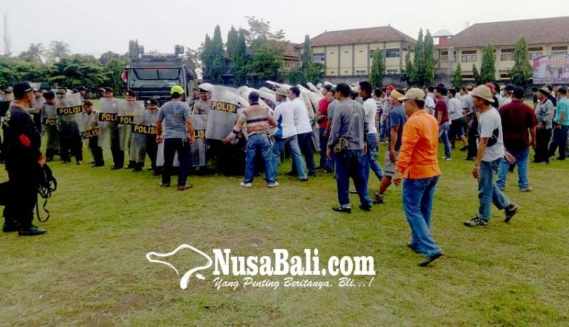 www.nusabali.com-simulasi-polres-buleleng-siap-amankan-pilgub