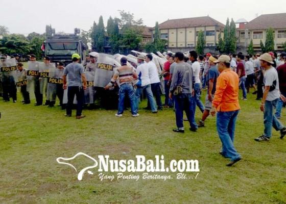 Nusabali.com - simulasi-polres-buleleng-siap-amankan-pilgub