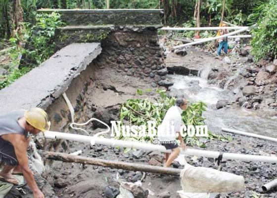 Nusabali.com - bendungan-jebol-14078-jiwa-kesulitan-air