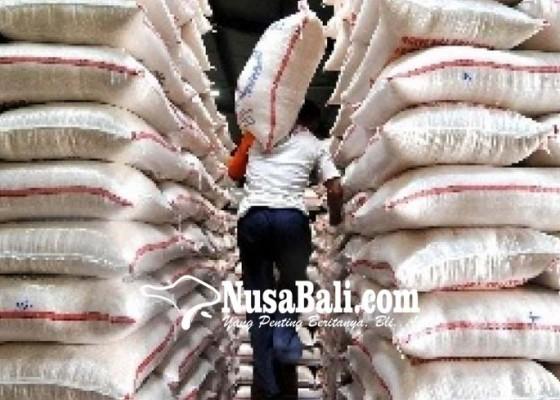 Nusabali.com - warga-tunggu-operasi-pasar-beras