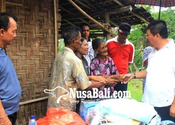 Nusabali.com - rumah-ambruk-diterjang-angin-pasutri-lansia-tinggal-di-dapur