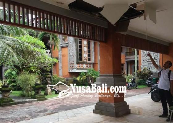 Nusabali.com - plafon-gedung-dprd-jebol