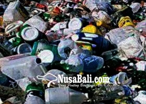 Nusabali.com - perbekel-akan-diajari-cara-olah-sampah-plastik-jadi-bahan-bakar