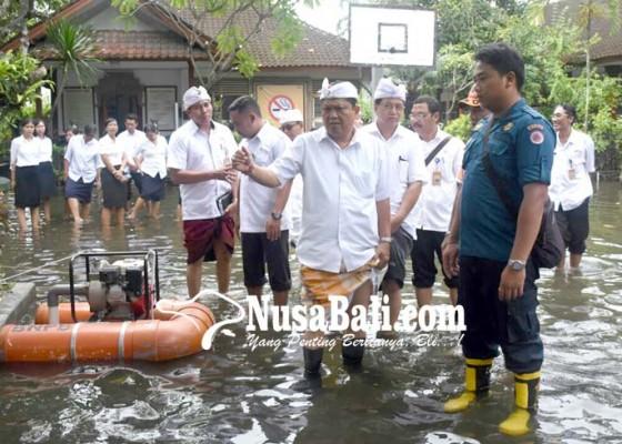 Nusabali.com - intensitas-curah-hujan-tinggi-sdn-2-panjer-tergenang