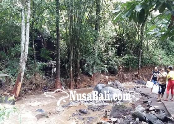 Nusabali.com - tiga-jembatan-putus-setra-dan-pura-amblas