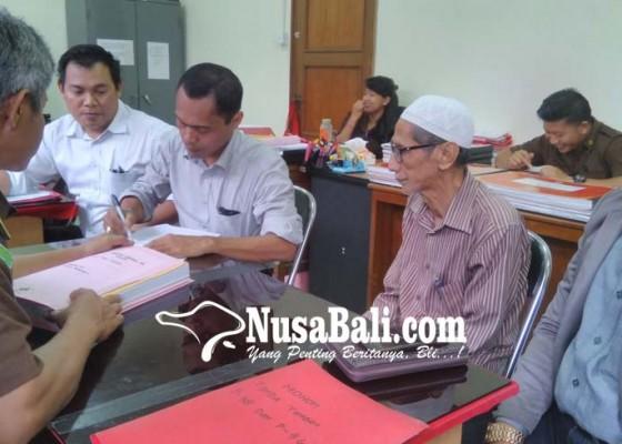 Nusabali.com - kakek-tersangka-pemalsuan-dilimpahkan