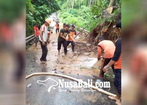 Nusabali.com - longsor-timbun-jalan-penghubung-dua-desa