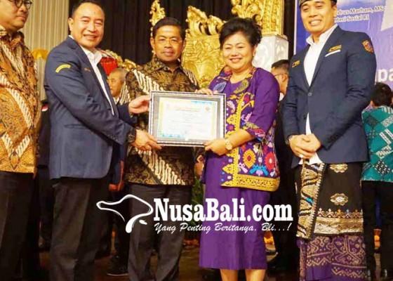 Nusabali.com - bupati-karangasem-raih-adhitya-award-2017