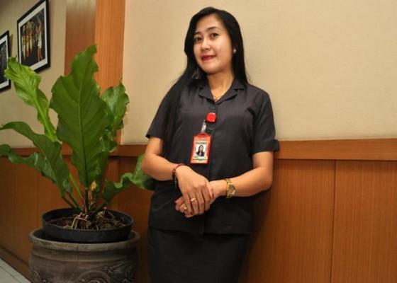 Nusabali.com - dian-afi-betah-jadi-pegawai-kontrak