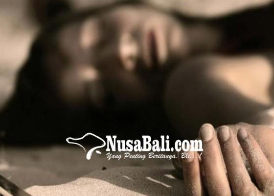 Nusabali.com - wanita-tewas-setelah-lompat-dari-angkot