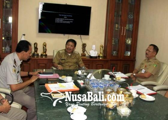 Nusabali.com - bpn-kp-jembrana-ditarget-realisasikan-20577-sertifikat-ptsl