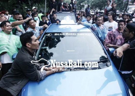 Nusabali.com - menhub-siapkan-aturan-khusus-taksi-online