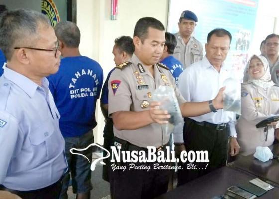 Nusabali.com - selundupkan-ribuan-bibit-lobster-empat-kurir-dijuk