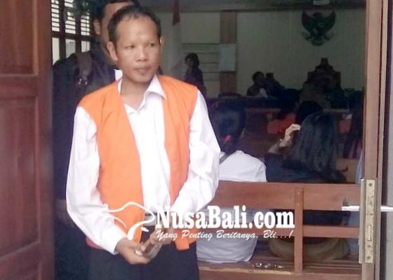 Nusabali.com - divonis-12-tahun-bandar-narkoba-pasrah