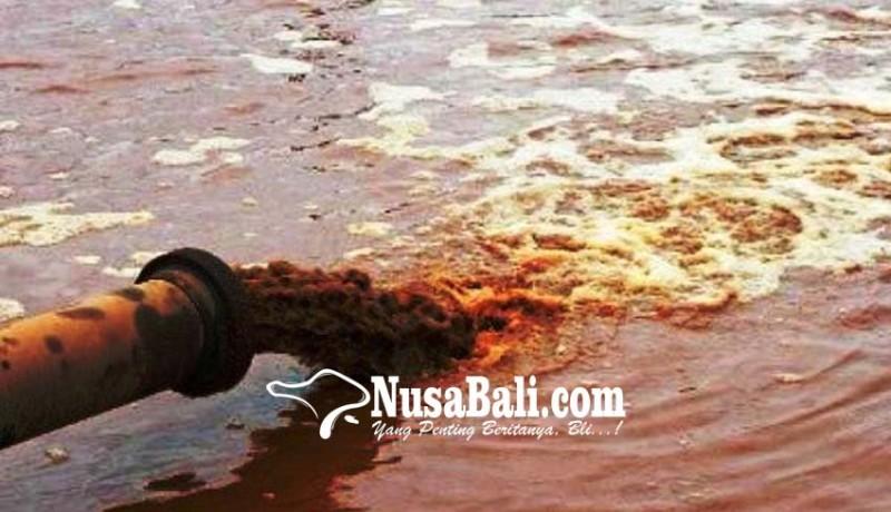 www.nusabali.com-warga-keluhkan-pembuangan-limbah-ke-laut