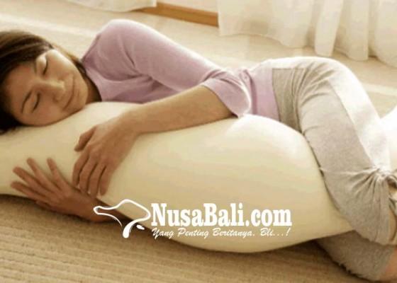 Nusabali.com - kesehatan-tidur-dengan-guling