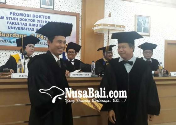 Nusabali.com - ketua-kpu-buleleng-raih-gelar-doktor-kajian-budaya