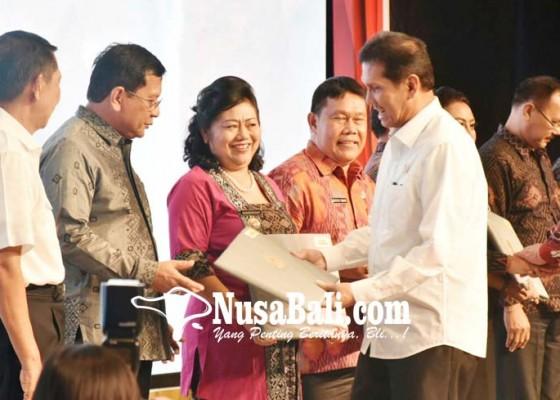 Nusabali.com - bupati-mas-sumatri-raih-sakip-kategori-baik