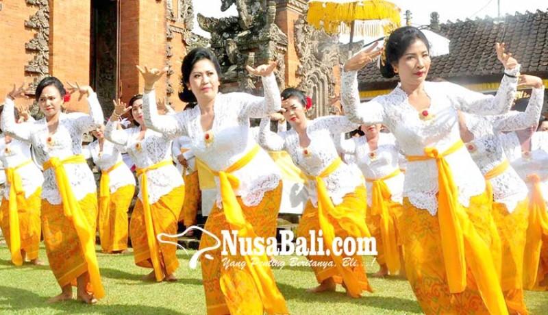 www.nusabali.com-nyonya-sanjaya-ngayah-magambel-dan-menari