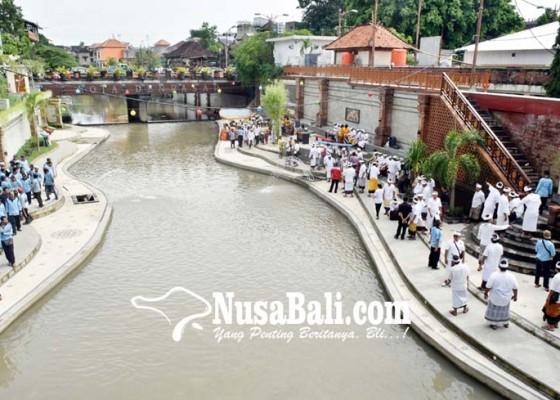 Nusabali.com - hujan-warga-dilarang-kunjungi-taman-korea