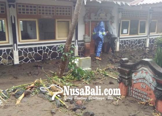 Nusabali.com - diterjang-air-bah-aktivitas-belajar-sdn-3-desa-munduk-lumpuh-total