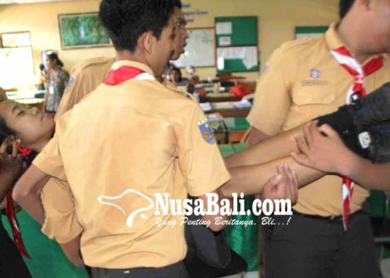 Nusabali.com - merasa-lihat-makhluk-menyeramkan-belasan-siswi-histeris