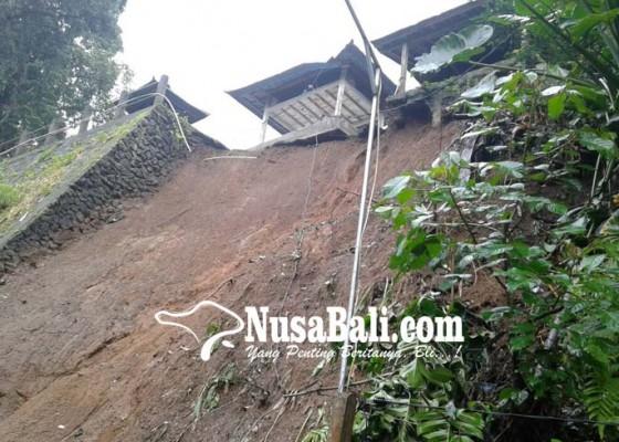 Nusabali.com - tanah-pura-longsor-3-bangunan-rawan-ambles