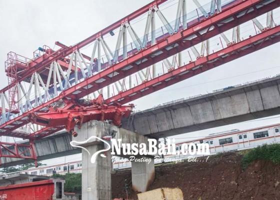 Nusabali.com - crane-jatuh-4-korban-tewas